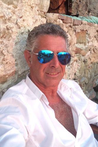 Jean Luis maturo, discreto e solare, di classe,