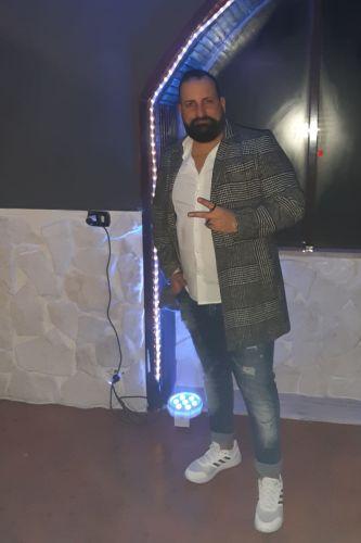 Mirko da Bari incontro uomini e donne anche mature